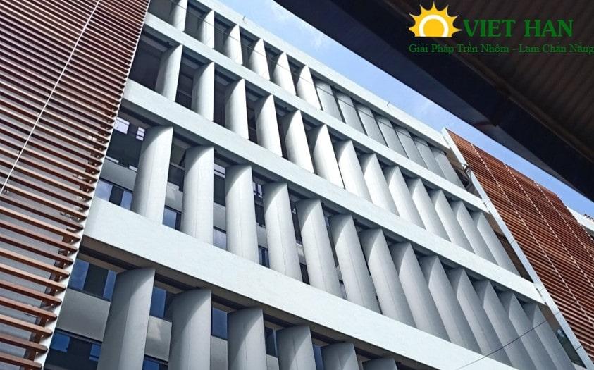 Ưu nhược điểm khi sử dụng lam chắn nắng chuyển động