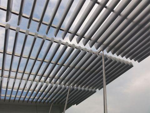 Nên lựa chọn vật liệu nào làm mái che giếng trời thông minh?